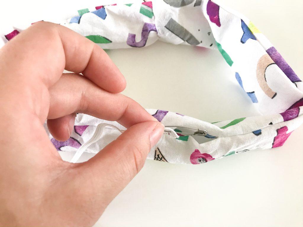 insert elastic into scrunchie